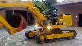 翻新后的利勃海尔R902挖掘机