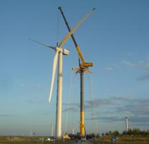 格鲁夫GTK1100起重机:风电场建设的最佳搭档