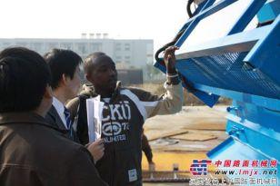 亿龙机械:多台养护设备成功出口肯尼亚(组图)