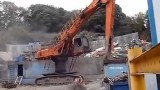 日立ZAX460爪钢挖掘机施工中