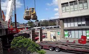 小松D375推土机被吊!