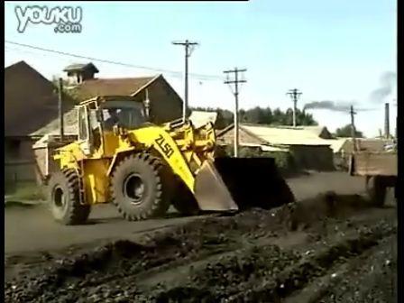 推土機推煤視頻實拍