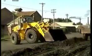 推土机推煤视频实拍