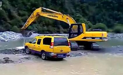 龙工挖掘机完美洗车表演