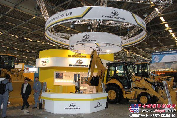 成工机械盛装亮相第九届巴黎国际工程机械展