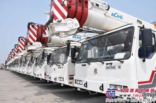 京城重工160吨全路面起重机成功吊起200吨
