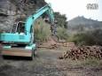 新源挖机五爪夹木器施工视频