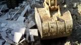 新源挖掘机在石材厂装车