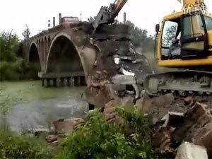 挖掘机拆桥施工