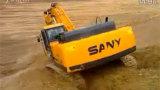 开挖掘机滑坡上坡
