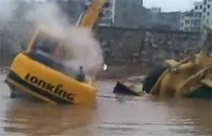 挖掘机救铲车