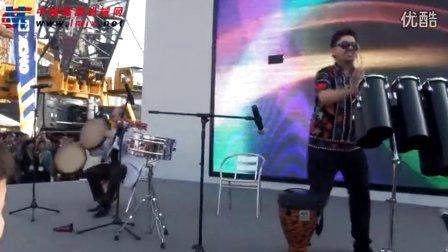 2012宝马展现场 徐工展台异域手鼓表演6分15秒徐工style即兴返场
