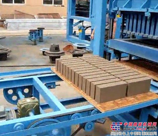 北京中材建科QTY4-20型精品砖机,出砖后直接码垛