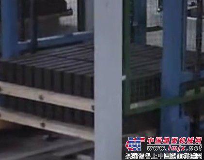 泉州磚機:免燒磚機、環保磚機、透水磚機、水泥磚機、專業制磚機械