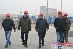 中国建筑材料联合会副会长雷前治一行莅临郑州鼎盛公司指导