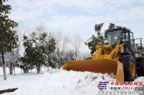 沃得重工装载机参与清理积雪