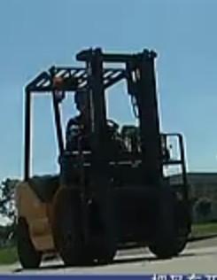 内燃叉车操作视频-龙工叉车-东莞丰源叉车(清晰)_320x240_2.00M_mpeg4