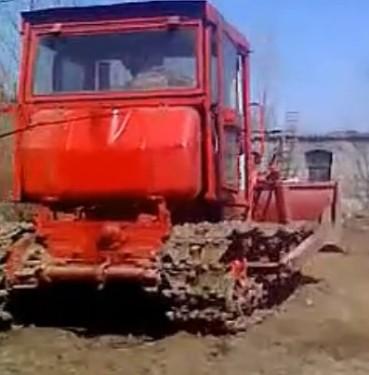 東方紅802推土機工作視頻