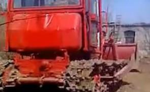 东方红802推土机工作视频