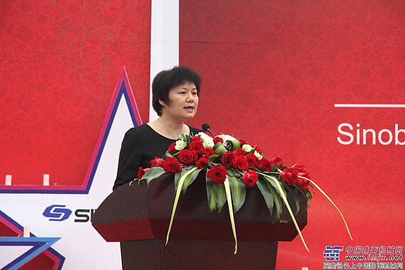 中国工程机械协会副秘书长尹晓荔