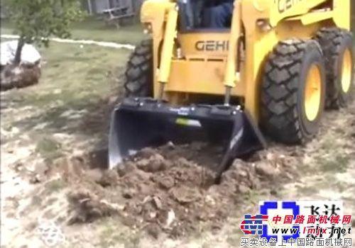 GEHL附带挖坑铲附具施工表演
