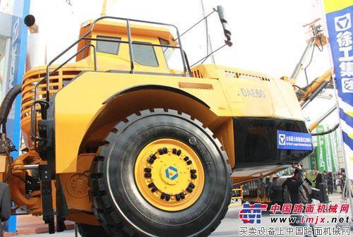 国内首创徐工地下铰接式卡车成功签售