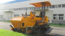 北京天顺长城液压科技公司首台SP45S-W小型轮式摊铺机成功下线