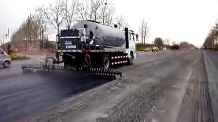 奥邦8吨型智能沥青洒布车现场施工视频