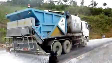 奧邦同步碎石封層車現場施工視頻