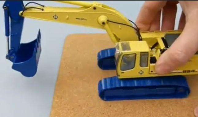 迷你高清!玩具R954C利勃海尔挖掘机视频表演