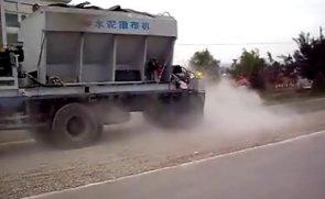 陕西万里水泥撒布机现场施工