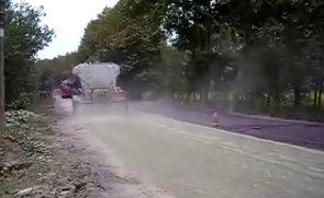 陕西万里水泥撒布机现场施工视频