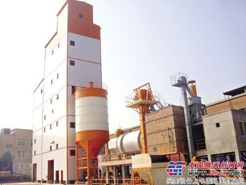中联全新升级版干混砂浆生产线成功封顶