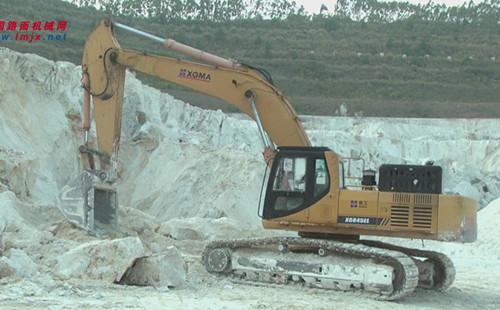 龙岩高岭土矿区上的厦工挖掘机
