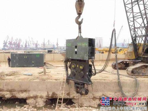 ICE 1412C振动锤在深圳蛇口码头显身手
