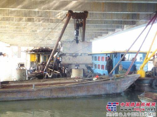小锤头大身手——ICE 416L太湖桥下拔桩记