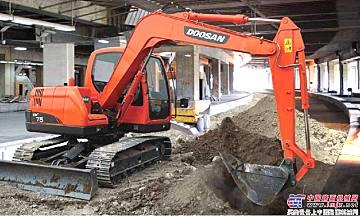 斗山DX75挖掘机展示