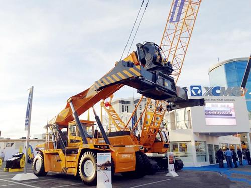 徐工XCS45U正面吊在美国拉展华丽登场