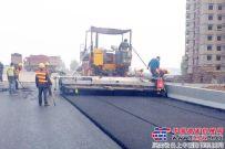 陕建机SUM820YE履带式沥青混凝土摊铺机完成工业性考核