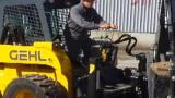 盖尔滑移装载机施工视频