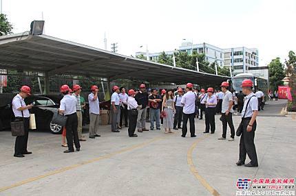 來自全國各地的客戶參觀鐵拓機械工廠