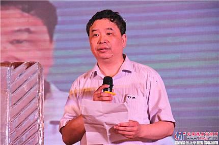 鐵拓機械董事長王希仁在慶典晚會上致辭