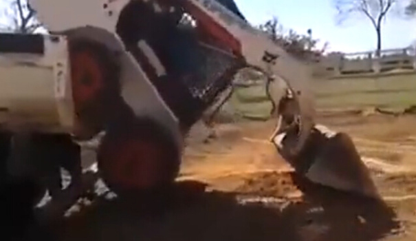 滑移装载机是如何把自己放到卡车上的