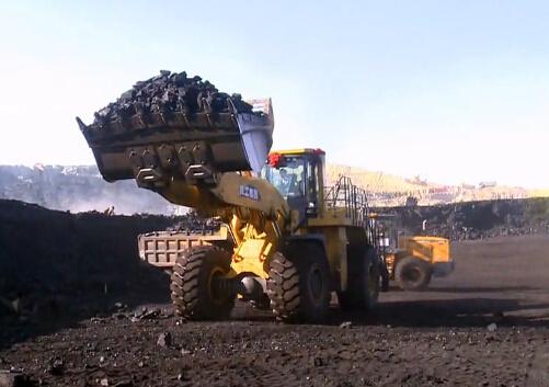 徐工大吨位装载机露天煤矿施工地震山摇