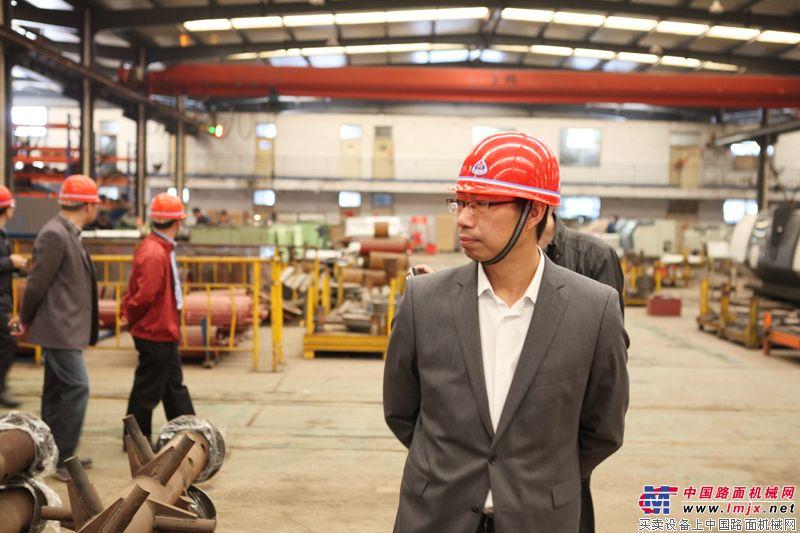 安邁工程設備(上海)有限公司總經理考察工廠