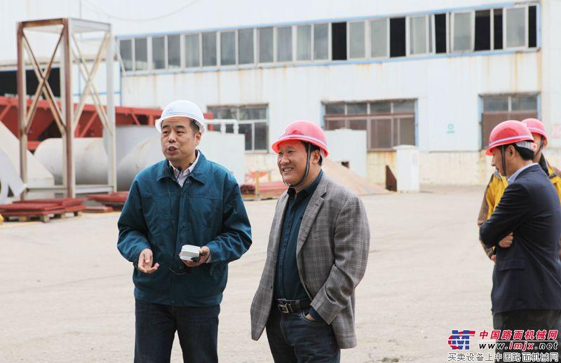 河南陸德筑機股份有限公司董事長與泰安岳首進行交流