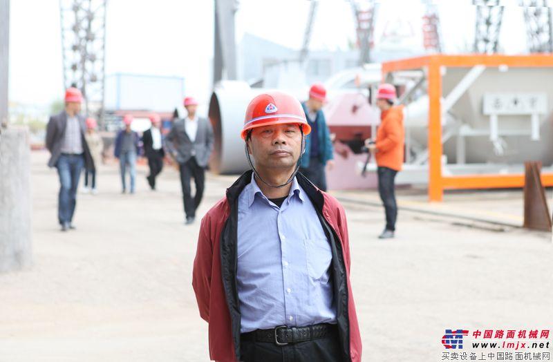 無錫錫通工程機械有限公司陸元明董事長參觀泰安岳首工廠