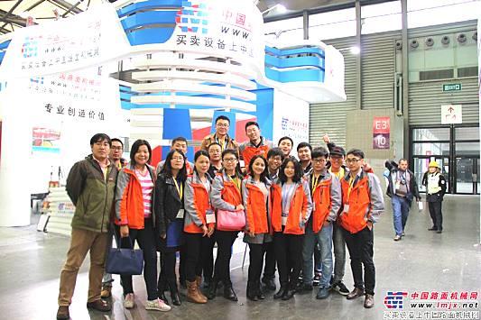 中国路面机械网部分参展员工合影