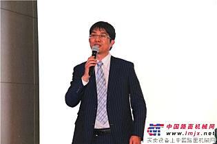中国路面机械网总经理方剑仙致辞