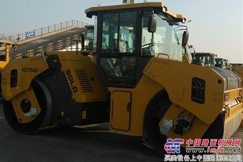 山东临工新一代RD7140双钢轮压路机下线